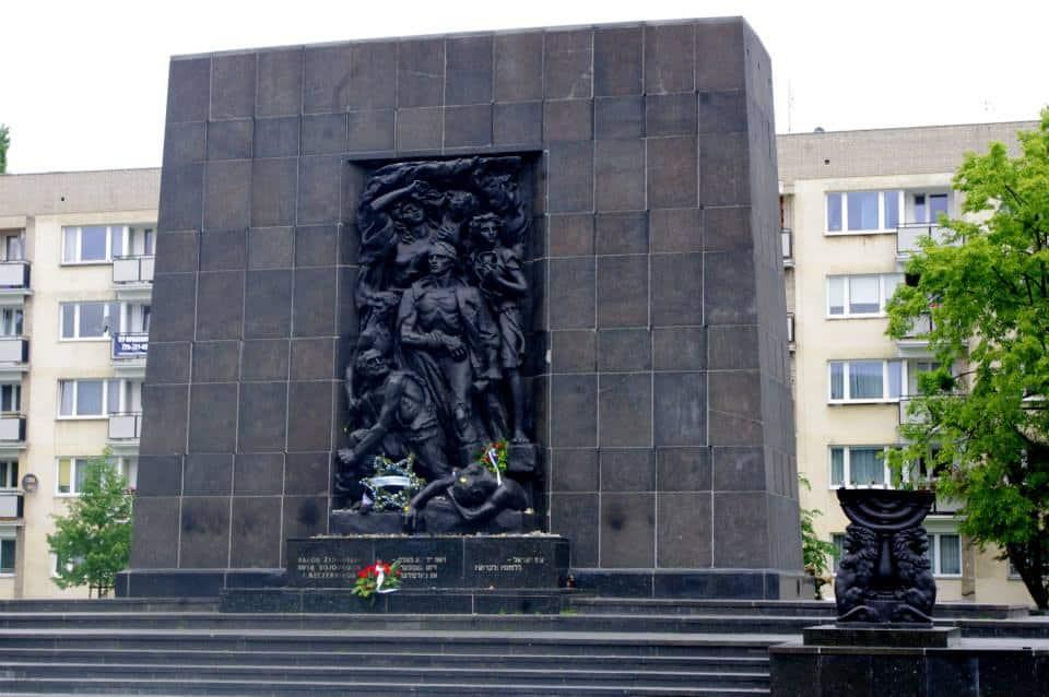 האנדרטה לגיבורי מרד גטו ורשה
