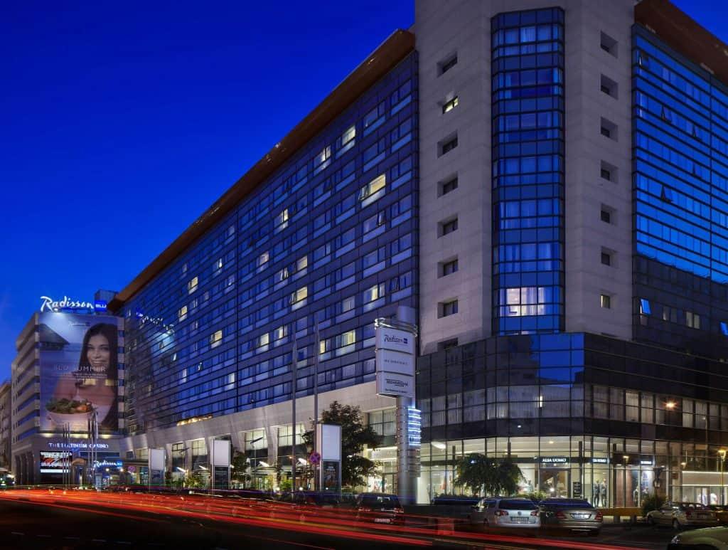 חזית מלון רדיסון