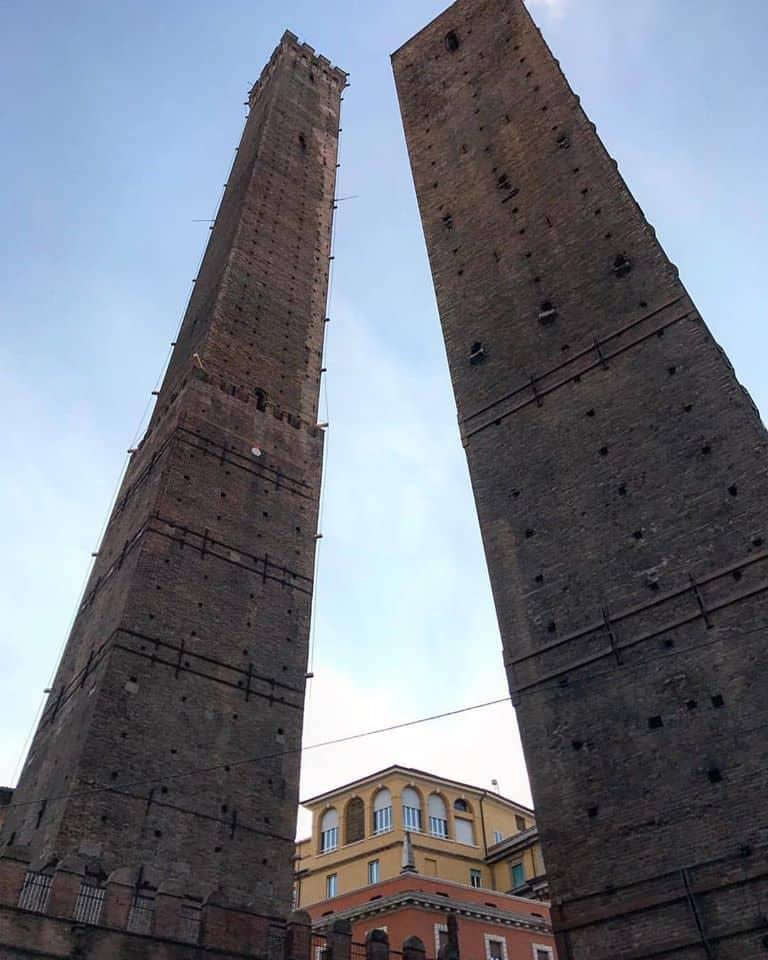 שני המגדלים של בולוניה