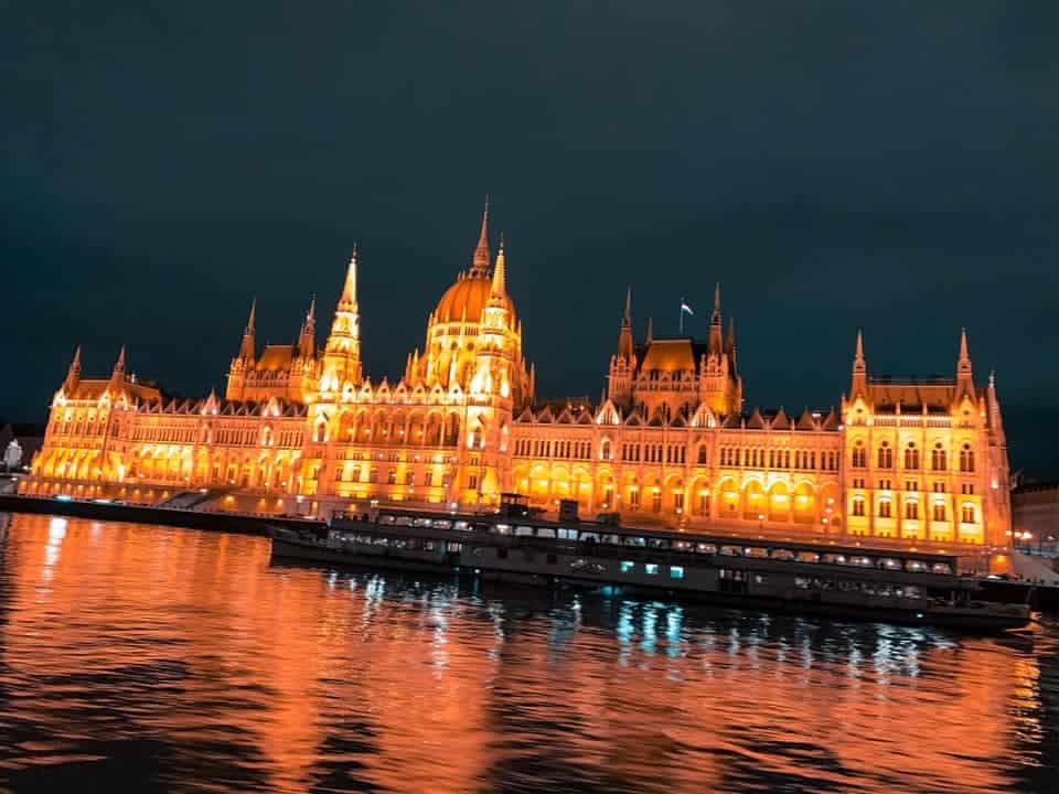 בניין הפרלמנט בודפשט בלילה