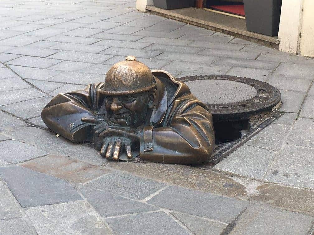 פסל האיש העובד בברטיסלבה