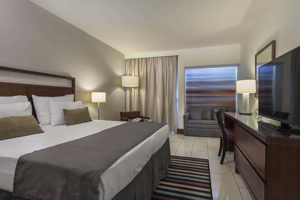 חדר במלון המלך שלמה